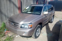 Toks 2005 Gold Toyota Highlander for sale in Lagos