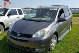 Used grey/silver 2004 Toyota Sienna van / minibus at mileage 47,590 for sale