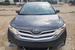 Neatly used grey/silver 2010 Toyota Venza automatic in Lagos