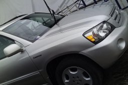 Selling authentic 2005 Toyota Highlander in Lagos
