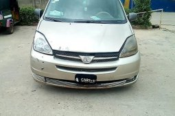 Well maintained 2004 Toyota Sienna van for sale at price ₦899,164