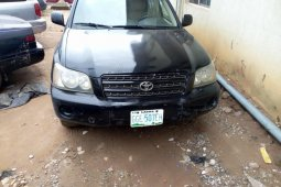 Well maintained black 2004 Toyota Highlander automatic for sale in Lagos