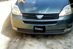 Well maintained 2004 Toyota Sienna automatic for sale in Lagos