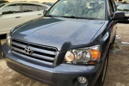 Blue 2005 Toyota Highlander automatic for sale at price ₦3,100,000 in Lagos