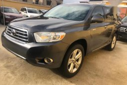 Used grey 2010 Toyota Highlander suv for sale at price ₦5,800,000