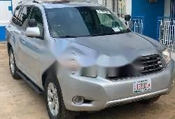 Sparkling 2012 Toyota Highlander automatic in good condition at price ₦5,500,000
