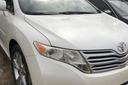 Sell well kept white 2010 Toyota Venza automatic at mileage 102,000