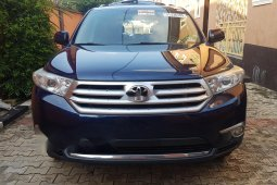 Sell blue 2012 Toyota Highlander suv / crossover automatic