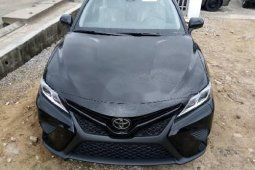 Sell black 2018 Toyota Camry automatic in Lagos at cheap price