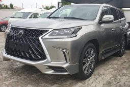 Sell well kept grey/silver 2019 Lexus LX suv / crossover at price ₦67,000,000