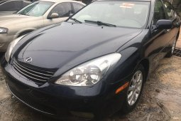 Clean and neat used black 2003 Lexus ES automatic in Lagos at cheap price