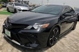 Selling 2018 Toyota Camry sedan in good condition at price ₦11,000,000