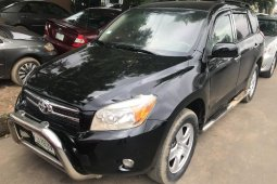 Neat Nigerian used Toyota RAV4 2008