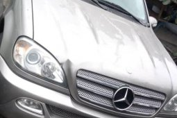 Neat Foreign used 2005 Mercedes-Benz E350 Petrol Automatic