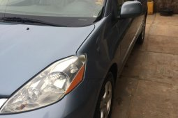 Foreign Used Toyota Sienna 3.3 2006 Model Blue