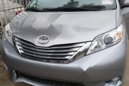 Neat Foreign used Toyota Sienna 2011 Limited 7 Passenger