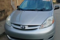 Clean Foreign used Toyota Sienna 2009