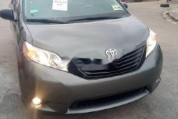 Tokunbo Toyota Sienna 2014 Model Grey