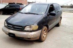 Nigerian Used Toyota Sienna 2000