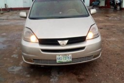 Nigerian Used Toyota Sienna 2004 for sale