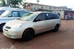 Foreign Used Toyota Sienna 2004 Model Gold