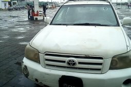 Neat Nigerian used 2004 Toyota Highlander