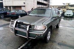 Neat Nigerian used Toyota Highlander 2004