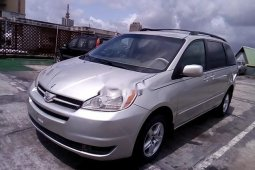 Super Clean Nigerian used 2004 Toyota Sienna