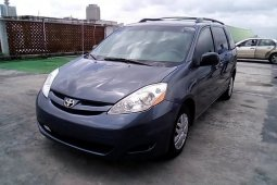 Super Clean Nigerian used 2009 Toyota Sienna