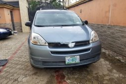 Nigeria Used Toyota Sienna 2005 Model Blue