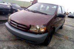 Neat Nigerian used Toyota Sienna 1999