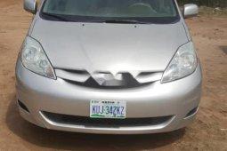 Neat Nigerian used 2006 Toyota Sienna