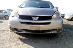 Nigeria Used Toyota Sienna 2004 Model Gold