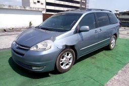 Neat Nigerian used Toyota Sienna 2004