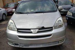 Neat Foreign used 2005 Toyota Sienna