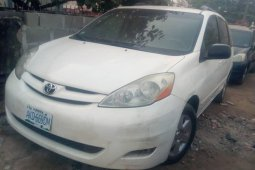 Naija Used 2006 Toyota Sienna Automatic Well maintained