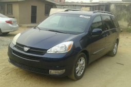 Foreign Used Toyota Sienna 3300 2005 Model Blue