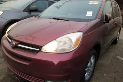 Foreign Used 2005 Grey Toyota Sienna for sale in Lagos