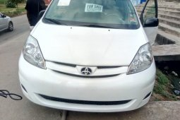 Foreign Used 2009 White Toyota Sienna for sale in Lagos