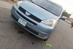 Nigeria Used Toyota Sienna 2005 Model Blue
