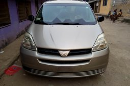 Nigeria Used Toyota Sienna 2005 Model Gold