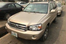 Nigeria Used Toyota Highlander 2004 Model Gold