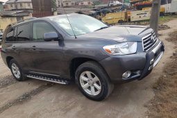 Foreign Used 2010 Silver Toyota Highlander for sale in Lagos