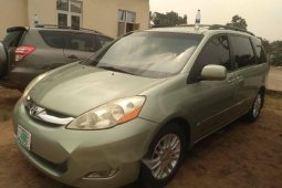 Nigeria Used Toyota Sienna 2009 Model Green