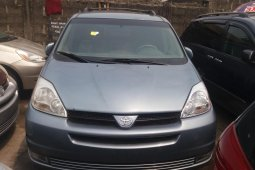 Foreign Used Toyota Sienna 2005 Model Silver