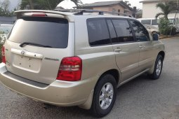 Foreign Used 2003 Gold Toyota Highlander for sale in Lagos
