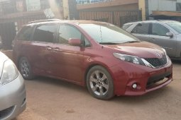 Foreign Used Toyota Sienna 2014 Model Red