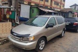 Nigeria Used Toyota Sienna 2002 Model Silver