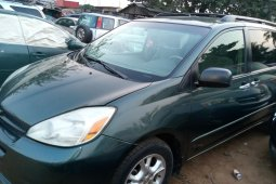 Nigeria Used Toyota Sienna 2004 Model Green