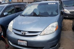 Foreign Used 2006 Blue Toyota Sienna for sale in Lagos
